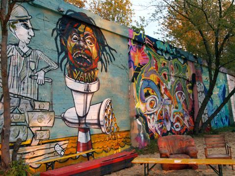 2012_11_21_00_28_1736_07_Street art (3)